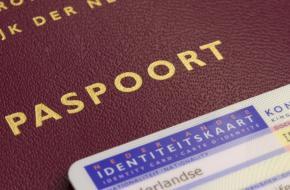 'Autochtonen' worden 'inwoners met een Nederlandse achtergrond'.